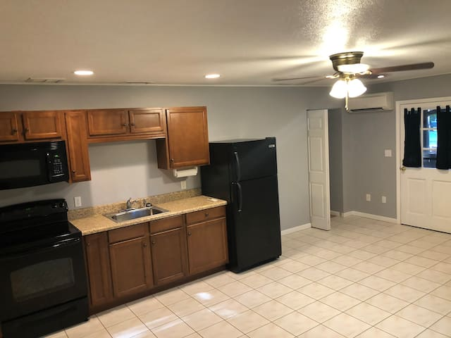 Beautiful Efficiency Suite Near Downtown DeLand