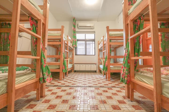 T-Life Hostel / 8 Bed Mixed Dorm