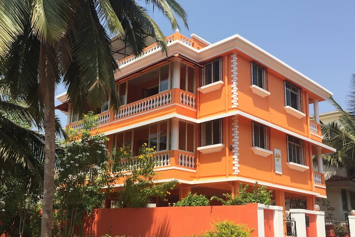 Quiet Colva 1 BR Apt. & Beautiful Terrace Views
