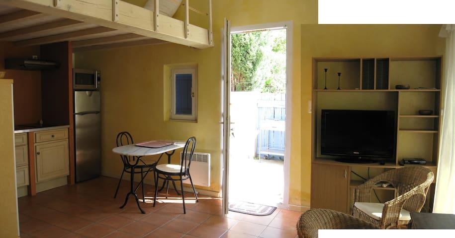 Meublé de vacances au calme - Fontvieille - Casa