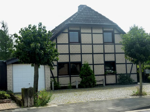 Trade fair Düsseldorf - Meerbusch - Dům