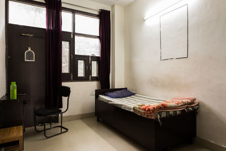 Comfortable room near maharaja agrasen college - Rohini - Huis