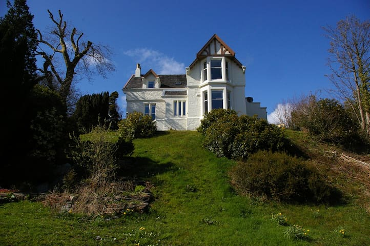 Stunning 6-Bedroom Victorian House with Sea Views