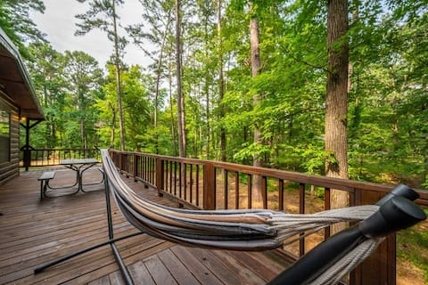 The Lighthouse! 2 Bedroom Cabin w/ King Beds Near Beavers Bend State Park