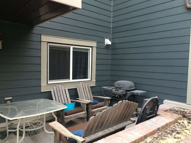 Modern 1 Bedroom near Downtown (10 min walk) - Calgary - Apartment
