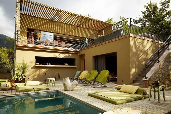 Villa avec piscine vue sur mer au cœur du vignoble
