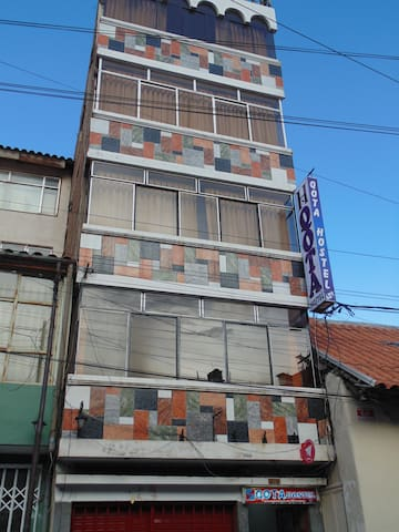 Qota Hostel in the main square and Pino park - Puno - Albergue