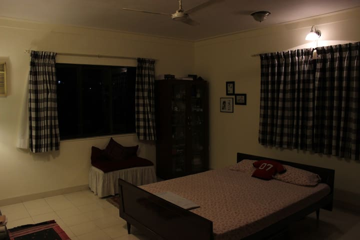 WELL ATTENDED ROOM WITH COUPLE ; WILL PAMPER YOU - Pune - Bed & Breakfast