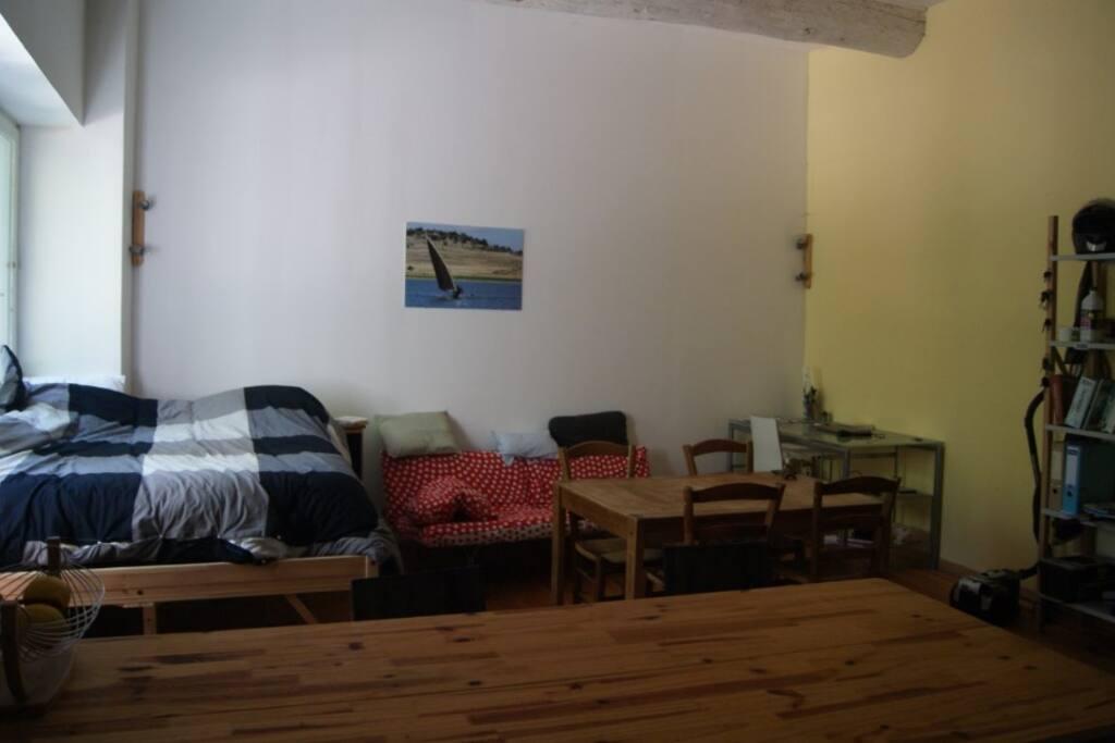 Salon avec lit 2 places