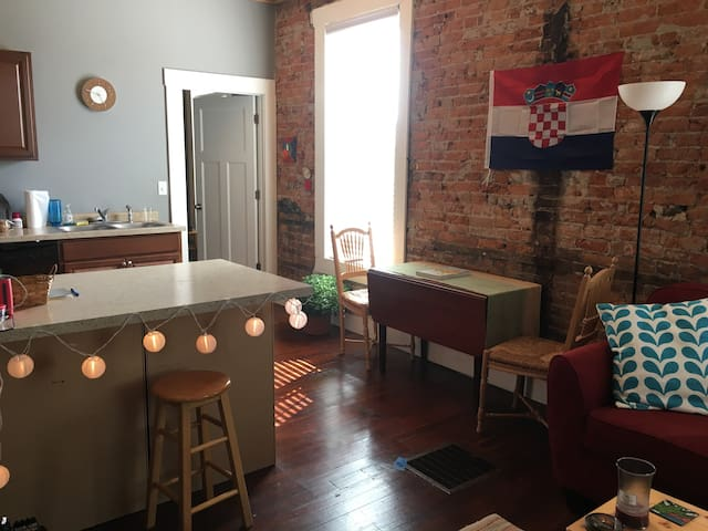 Spacious, Modern Apt for Game Weekend - Lafayette