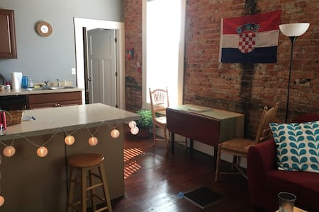 Spacious, Modern Apt for Game Weekend - Lafayette - Lejlighed
