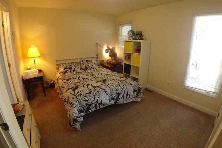 Townhouse Next to NC State, 10mins to Downtown