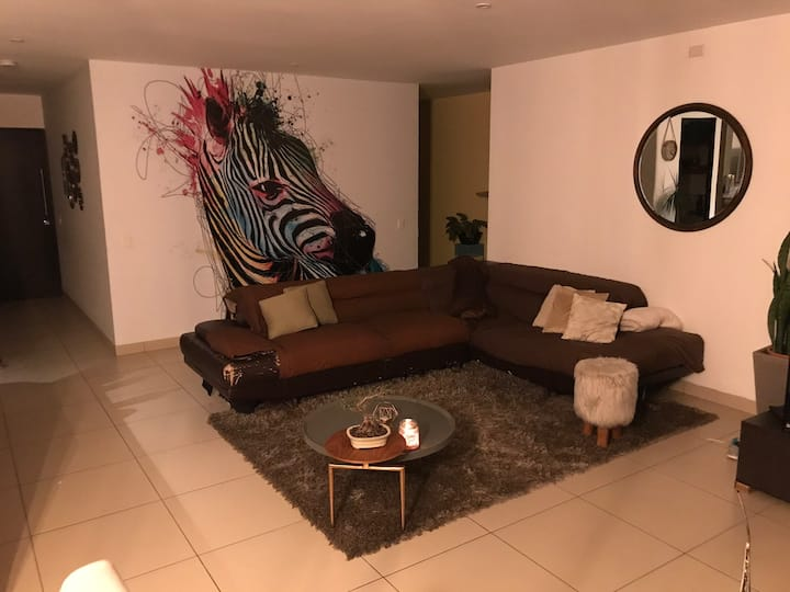 Private Room in exclusive Area and modern Condo