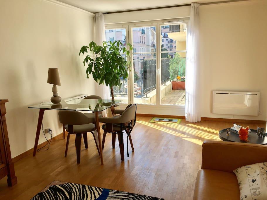Salon avec canapé lit 2 places de très bonne Qualité (Steiner) - balcon
