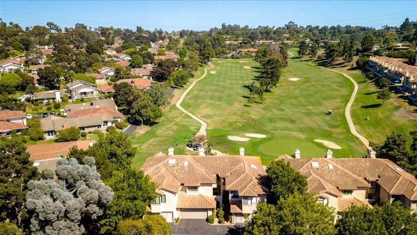 Charming Townhome on the golf course in Solana Beach, Ca.