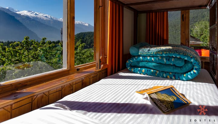 Bed in 2 Bed Mix Dorm |Shared washroom| in Manali