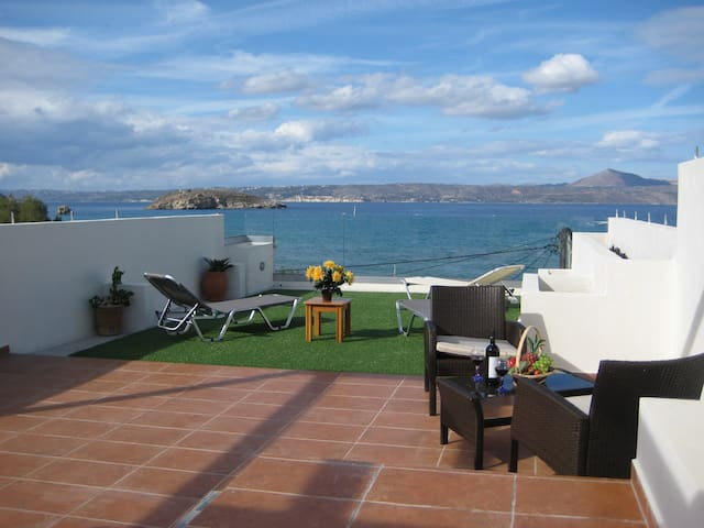 Sea view, 10 metres from Almirida sandy beach - Chania - Daire