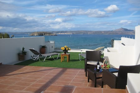 Sea view, 10 metres from Almirida sandy beach - Chania - Appartement