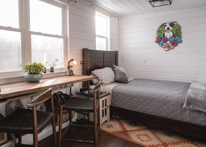 Tiny Home w/ all the amenities on the River!