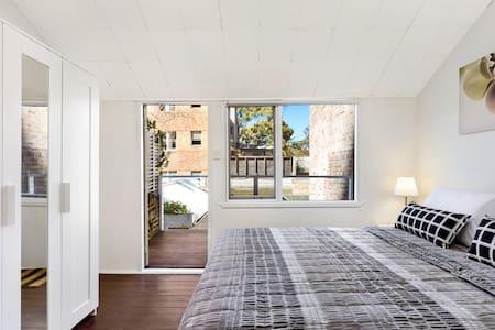 Sydney Hyde Park Darlinghurst Cottages