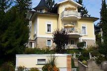 Restaurierte Villa (1874) am Festungsberg