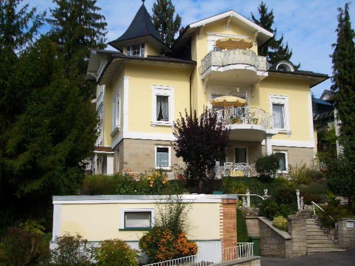 Familienfreundliches Gästezimmer am Festungsberg