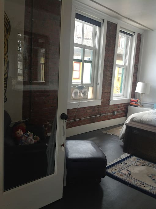 Theater district loft loftit vuokrattavaksi in tacoma for Door 00 seatac airport