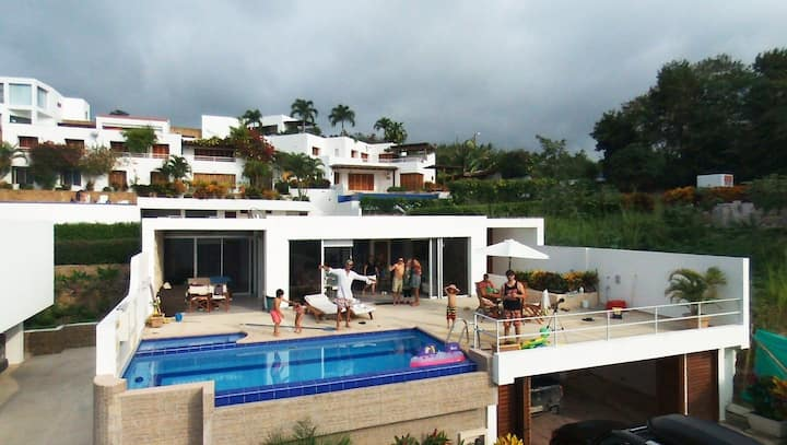 Luxurios Beach House with Pool.  Sleep 13 people