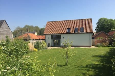 4* GOLD Beautiful Renovated Barn - Sleeps 4