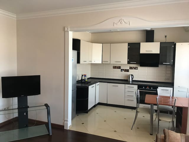 Excellent Apartment on Kolpakova 41 for 4 persons