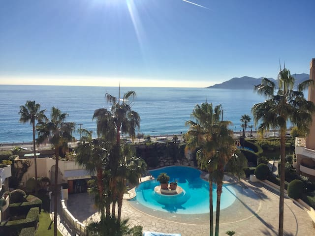 Oceanfront , amazing sea view / 7 guest