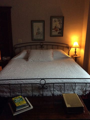 Bed & Breakfast 2 in Art Distrcict! - New Haven