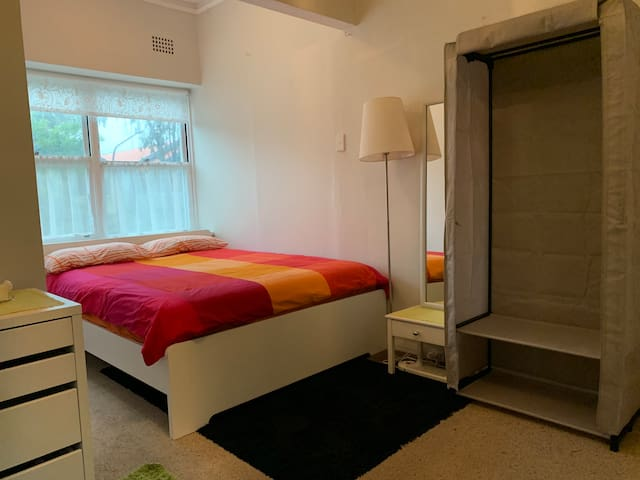 Light & Airy Lockable Room in Bondi Beach