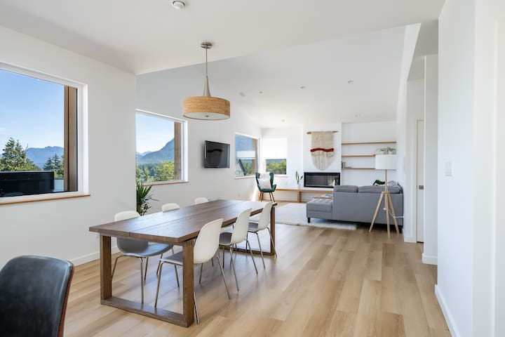 Hilltop House – newly-built, central Tofino home