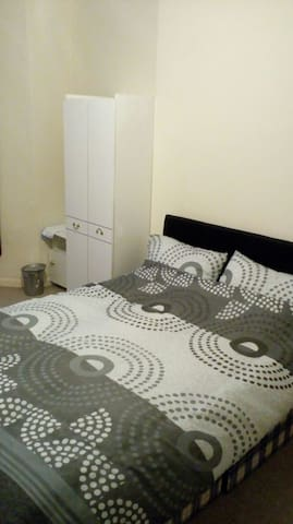 Cosy double room in edgbaston 10 min to Hagley rd