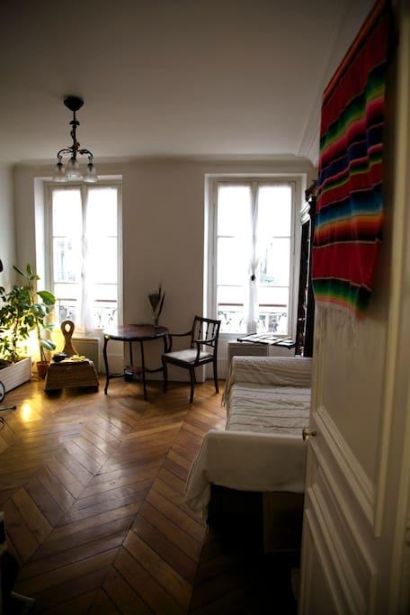 Beau petit nid dans les batignolles appartements louer - Nid rouge lincroyable appartement paris ...