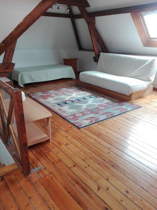 Espace commun au 2ème étage (2 lits de une personne)