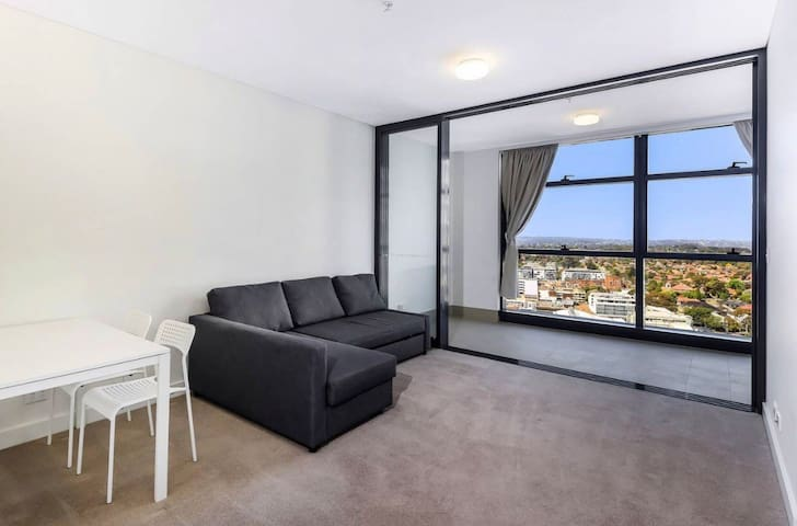 Prestigious high rise apartment.Chatswood station