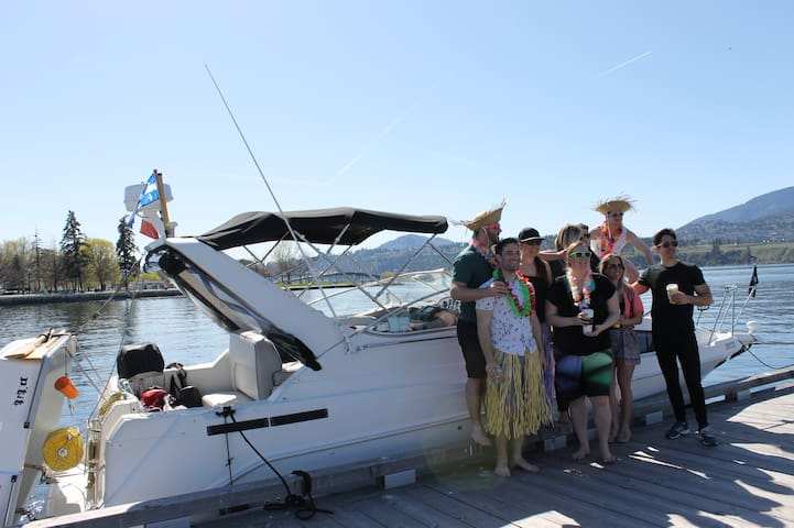 Boat Cruise on the Okanagan Lake - West Kelowna - Barco