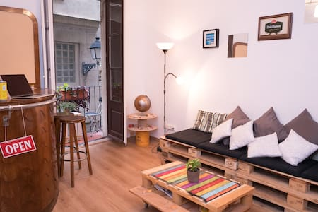Trendy Up-cycled Apt on Gothic Street by Main Sq. - Barcelona