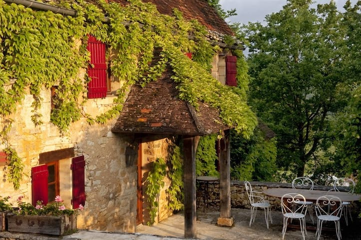 Truffle, an old stone cottage full of rustic charm - Daglan - Huis