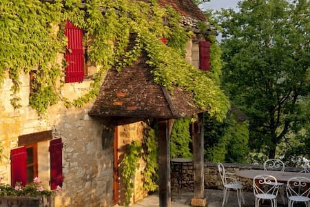 Truffle, an old stone cottage full of rustic charm - Daglan - บ้าน