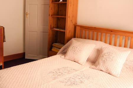 Delightful Double Bedroom in South Wales