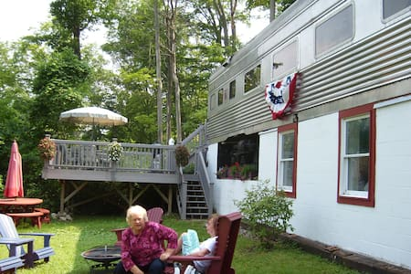 Historic Railcar Skaneateles Lake - Homer
