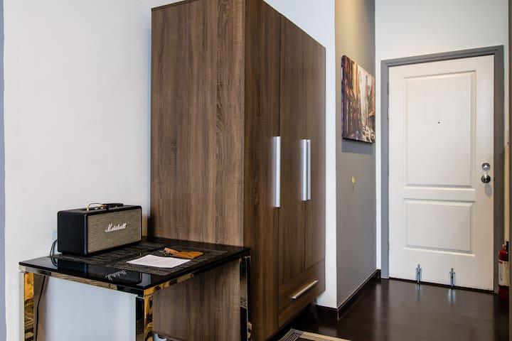 Cool Elegant Gramercy 64th Flr Penthouse Suite ⭐