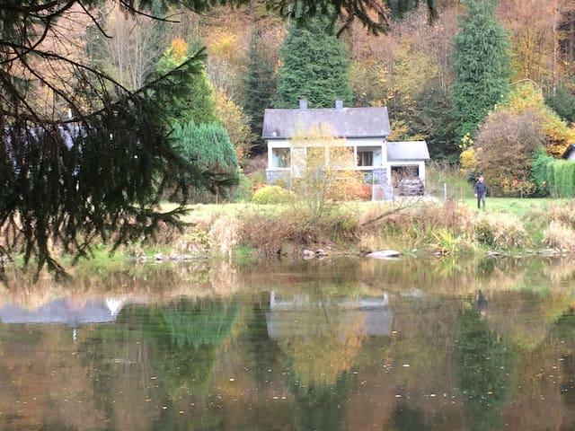 La Floresta aan rivier en woud, kano ter plaatse. - Vresse-sur-Semois - Hus