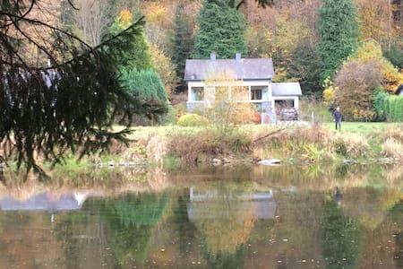 La Floresta aan rivier en woud, kano ter plaatse. - Vresse-sur-Semois