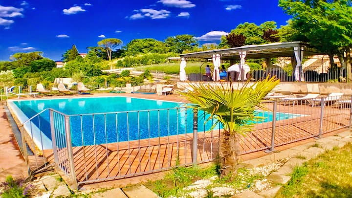 APT 2 : Spoleto By The Pool:sleeps 4