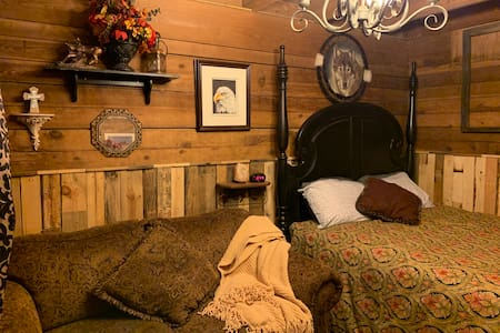 Authentic Barn BnB Stall #3 (Bed in Barn)