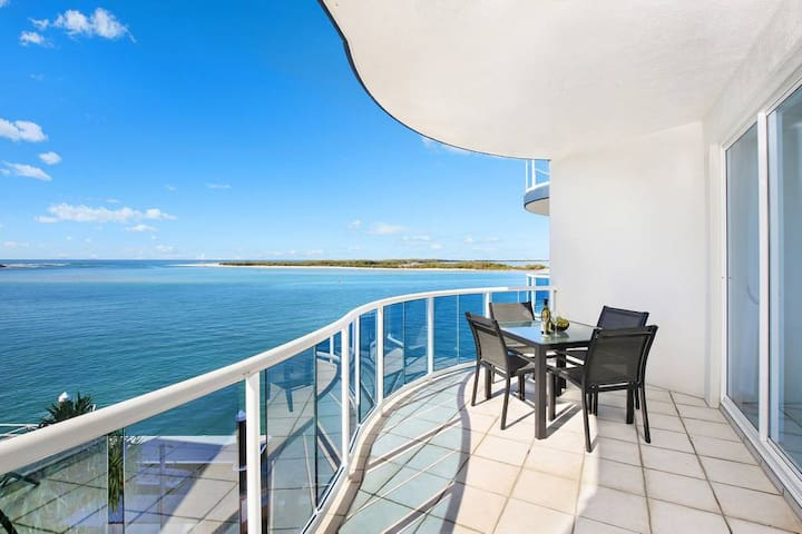 Penthouse Ocean View Unit with Private Rooftop